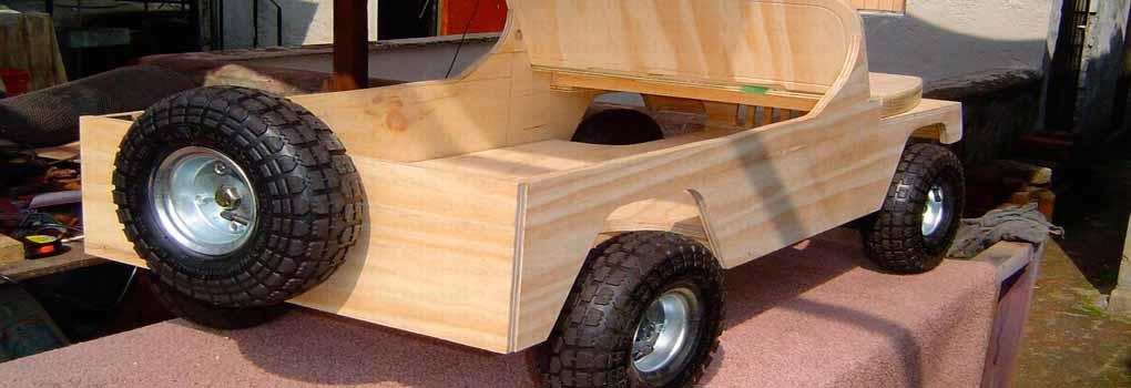 Carro de madera de juguete