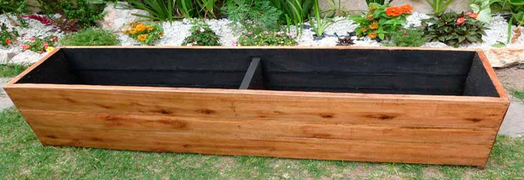 Macetero de madera grande