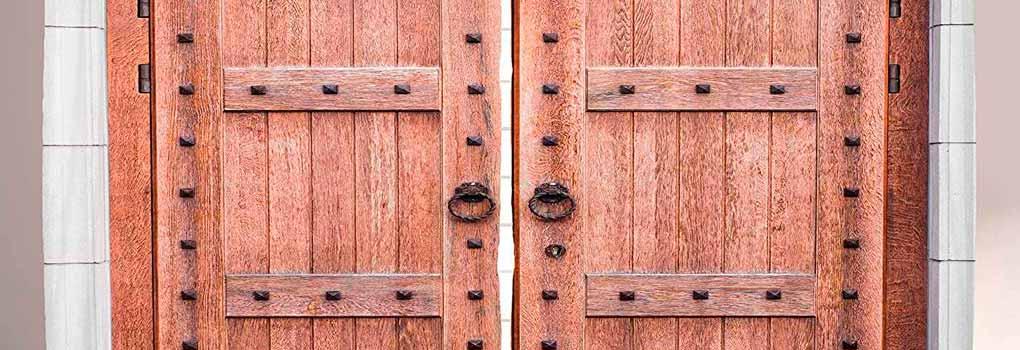 Como-Hacer-una-Puerta-Madera-Rustica-uncomohacercom