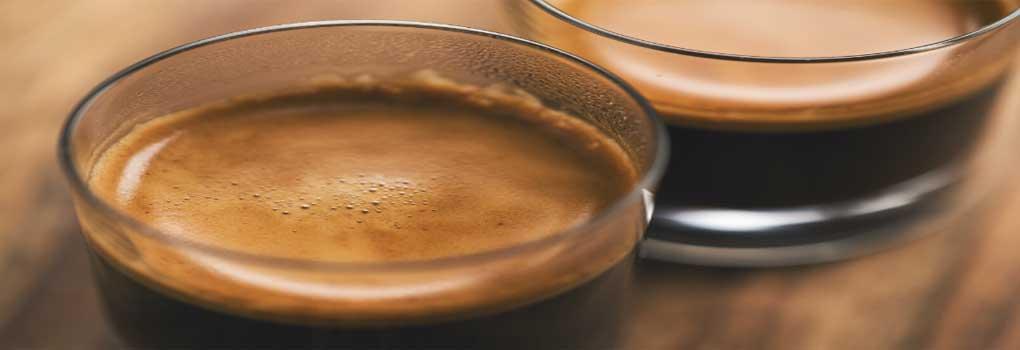 Como-Hacer-un-Cafe-Espumoso-sin-Leche-uncomohacercom